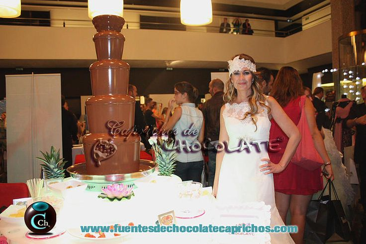 Fuente de chocolate con Olvido Hormigos. Fuente de Chocolate grande Sephra, Caprichos de Chocolate Madrid, Alquiler fuentes de chocolate boda, bodas en Madrid, candycar, carrito de chucherías, chocolate sephra, eventos Madrid, fuentes de chocolate para bodas en Madrid, fuentes de chocolate Madrid, fuentes de chocolate para bodas, fuentes de chocolate sephra, servicios bodas en Madrid, Bodas y Eventos. #chocolate #sephra #fontains