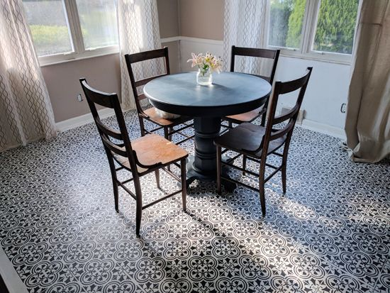 a dining room linoleum floor using the augusta tile stencil from cutting edge stencils http