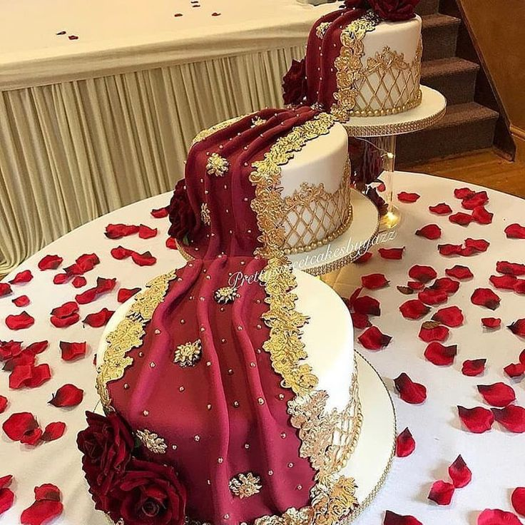 Le gâteau de dupatta drapé parfait 😍😍😍😍😍 via @prettysweetcakesbyyaz …   – Wedding Cakes, Rings, and Stages