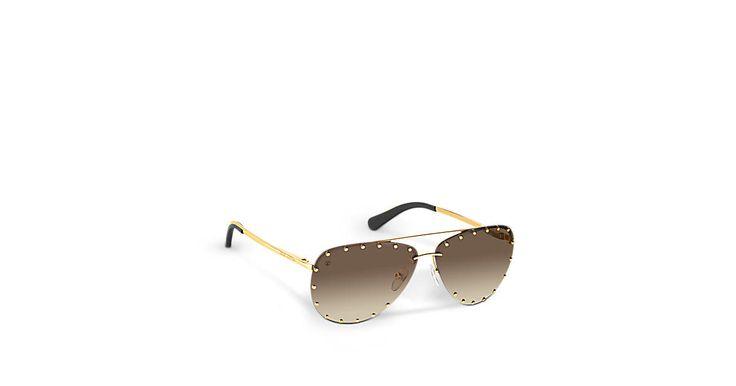 Découvrez l'incontournable The Party Les verres de ces élégantes lunettes de soleil sont disponibles dans différentes couleurs. Les clous rappelant les malles de la Maison Louis Vuitton recouvrent les bords des verres solaires et subliment leur forme aviateur.