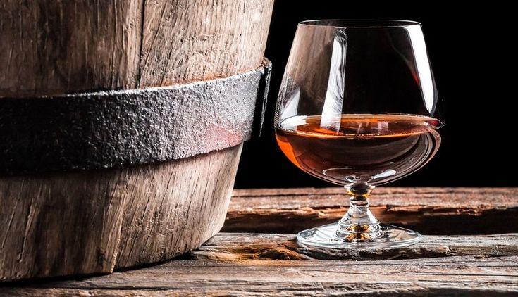#Ronmiel è un prodotto tipico delle Isole Canarie. ottenuto dalla mescola di rum con una selezione di miele d'api. http://www.audacespirits.com/store/isola-di-gran-canaria/2-ronmiel-canario.html