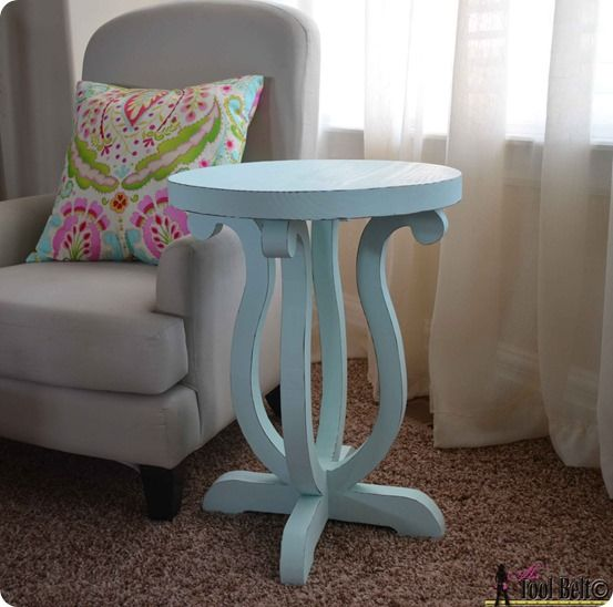 DIY Furniture | Would you believe you could make a Pottery Barn Kids inspired accent table with fancy curved legs for only $12? Find out how easy it is with this free template and tutorial!