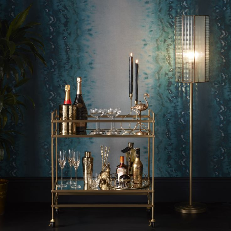 Entertain your guests in style with our range of gorgeous glassware and barware. Elevate your cocktail party with a mid-century bar cart adorned with elegant gold glasses, cocktail shakers and novelty straws.
