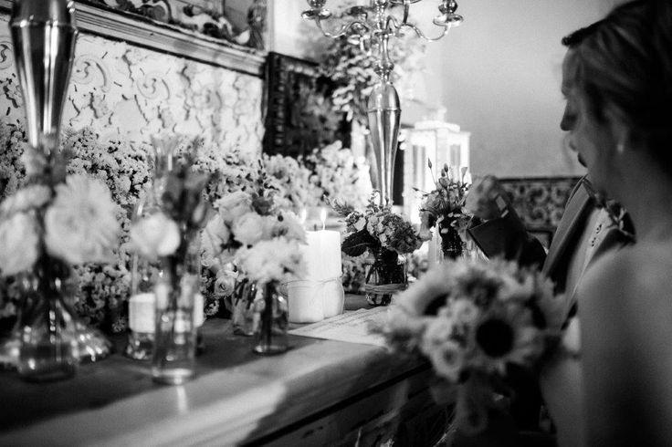 Vintage wedding ceremony at The Quinta's chapel - www.myvintageweddingportuga.com | #weddinginportugal #vintageweddinginportugal #vintagewedding #portugalwedding #myvintageweddinginportugal #rusticwedding #rusticweddinginportugal #thequinta #weddinginsintra #summerweddinginportugal