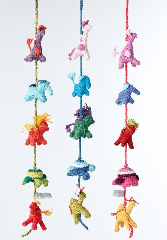 Wandgestaltung Kinderzimmer Tiere : Wandgestaltung im Kinderzimmer mit dekorativer Häkelkette mit Tieren