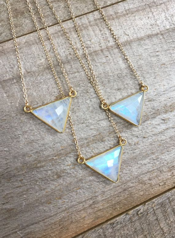 Collier Pierre de lune, Collier or, collier de pierres précieuses, collier géométrique, Triangle pendentif, pendentif pierre de lune, lunette sertie de Pierre de lune