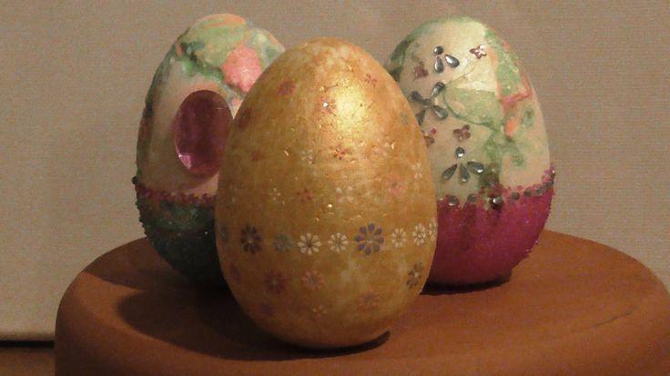 This video presents how to decorate Styrofoam eggs using nail art materials (nail polishes, rhinestones, self adhesive jewelry, nail caviar, metallic tempera and glue) Αυτό το βίντεο παρουσιάζει πως διακοσμώ αυγά από φελιζόλ χρησιμοποιώντας υλικά για μανικιούρ (βερνίκια νυχιών, στρας νυχιών, αυτοκόλλητα στρασάκια, χαβιάρι νυχιών, μεταλλική τέμπερα και κόλλα)
