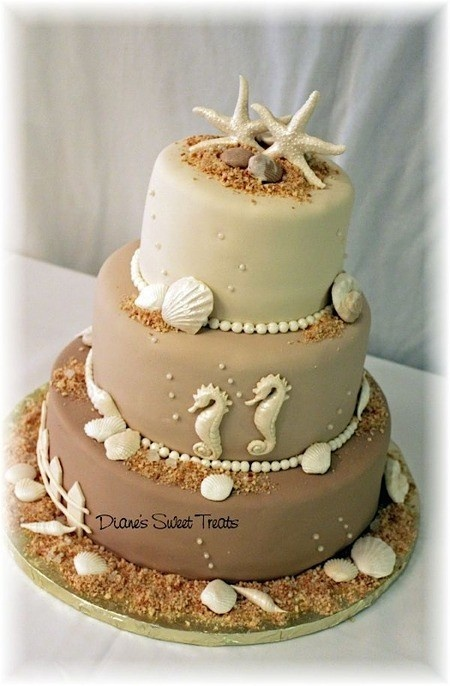 If you're not into the turquoise and all the blues for a beach theme, this is a lovely neutral and elegantly designed beach themed cake.