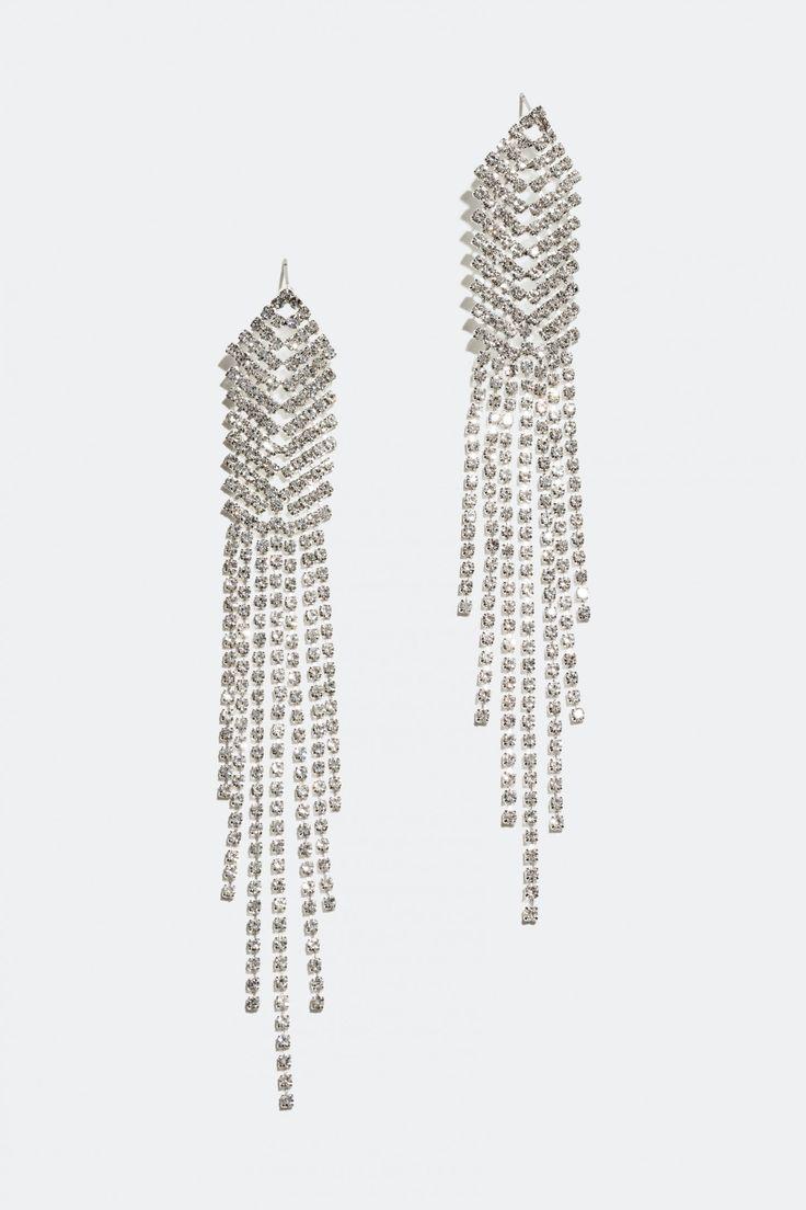 Shoppa Örhängen med långt strasshänge online hos Glitter.se!