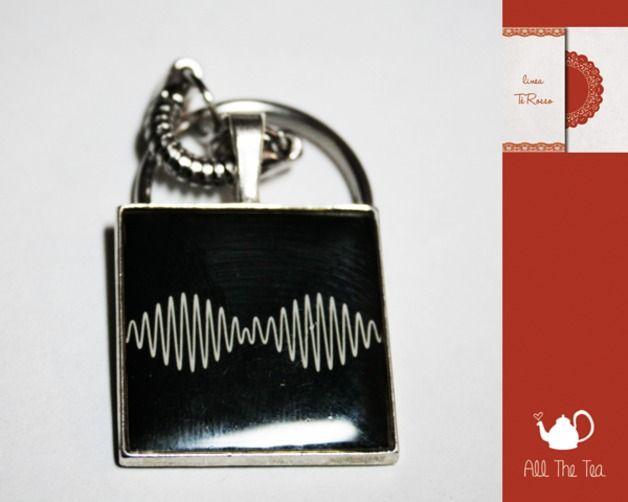 Portachiavi - Portachiavi cammeo album - AM - un prodotto unico di AllTheTea su DaWanda #handmade #jewelry #accesories #DIY #ideas #gifts #vintage #unique #resin #glass #cabochon #buttons #keyring #charms #chain #cameo #indie #hipster #indierock #indiepop #alternative #alternativerock #album #art #cover #cd #music #teaparty #tealove #portachiave #medaglione #ciondolo #resina #vetro #musica #gruppi #gruppimusicali #copertina #fan #fanart #AM #ArcticMonkeys