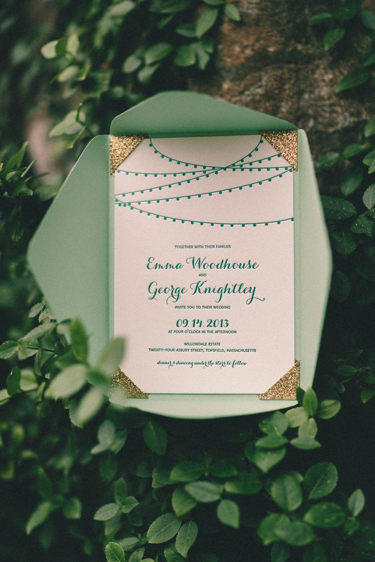 Hints of Emerald in the Wedding Invitation