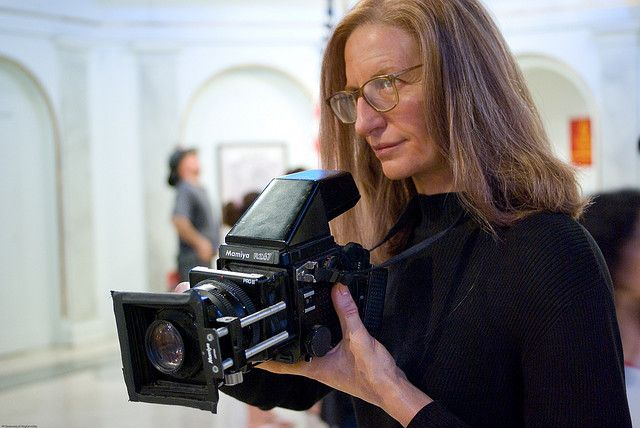 Annie Leibovitz using her Mamiya RZ67