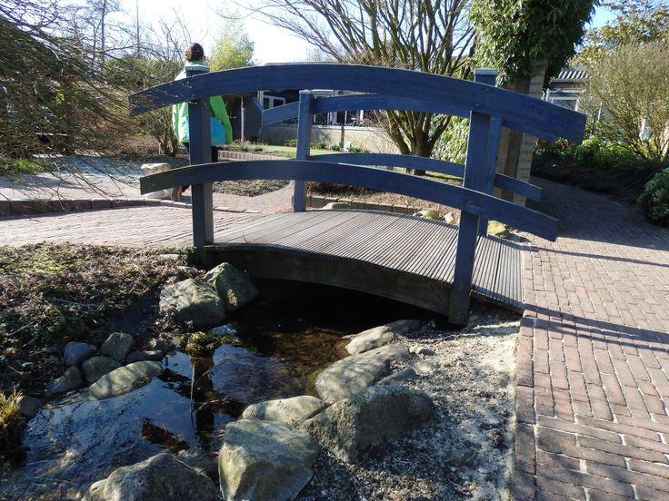 Leuke brug en mooie stenen bij watertje.