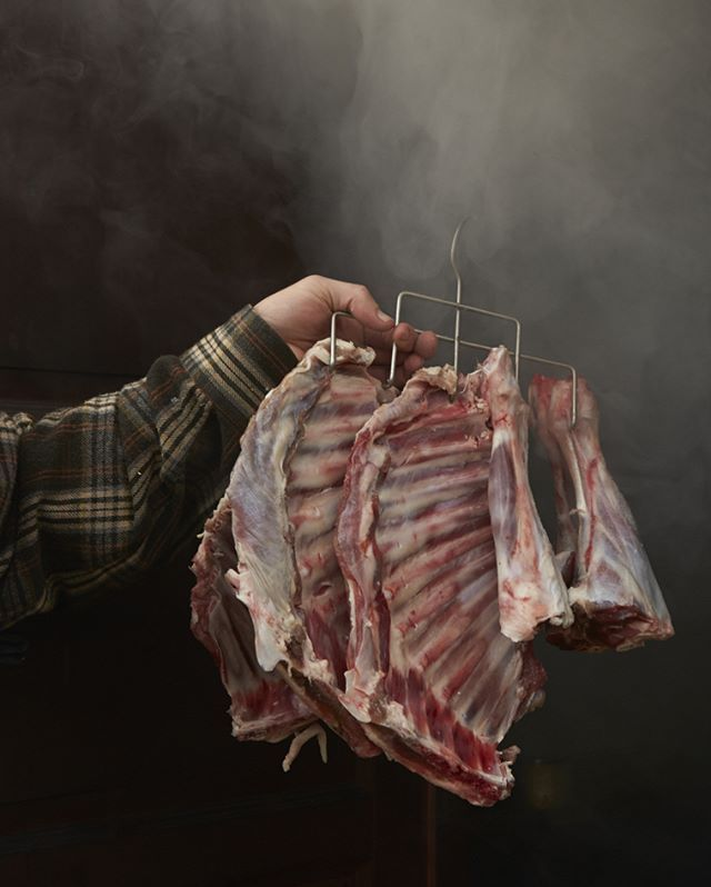 Smoked meat for meatlovers. From our book - Høstetid  #høstetid #foodie #meat #smokedmeat #photography @baardnaess