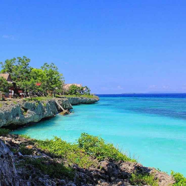 Pantai Tanjung Bira adalah salah satu pantai yang terletak di ujung selatan Kota Makasar. Banyak aktivitas yang dapat Dolaners lakukan di lokasi wisata ini antara lain berenang, diving, snorkeling menikmati keindahan surga bawah laut Tanjung Bira.[Photo by instagram.com/ewink_ali]