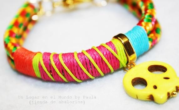 Pulsera con cuerda y calavera fluor. Materiales en nuestro blog. http://unlugarenelmundobypaula.blogspot