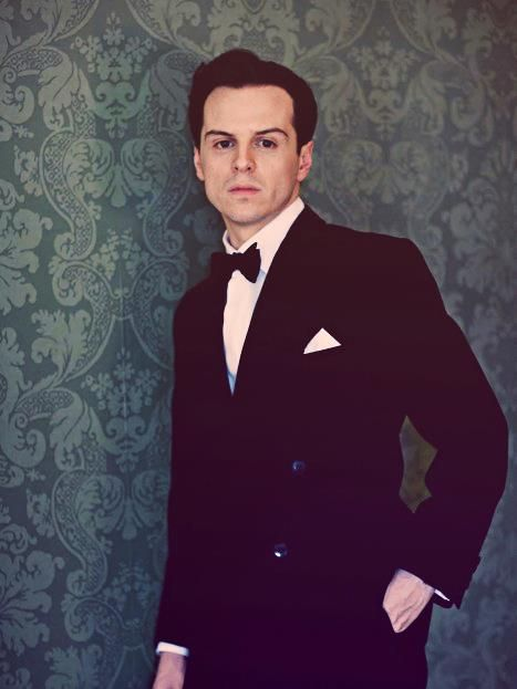 Andrew Scott looks almost as good as Benny in a suit. Mmm.