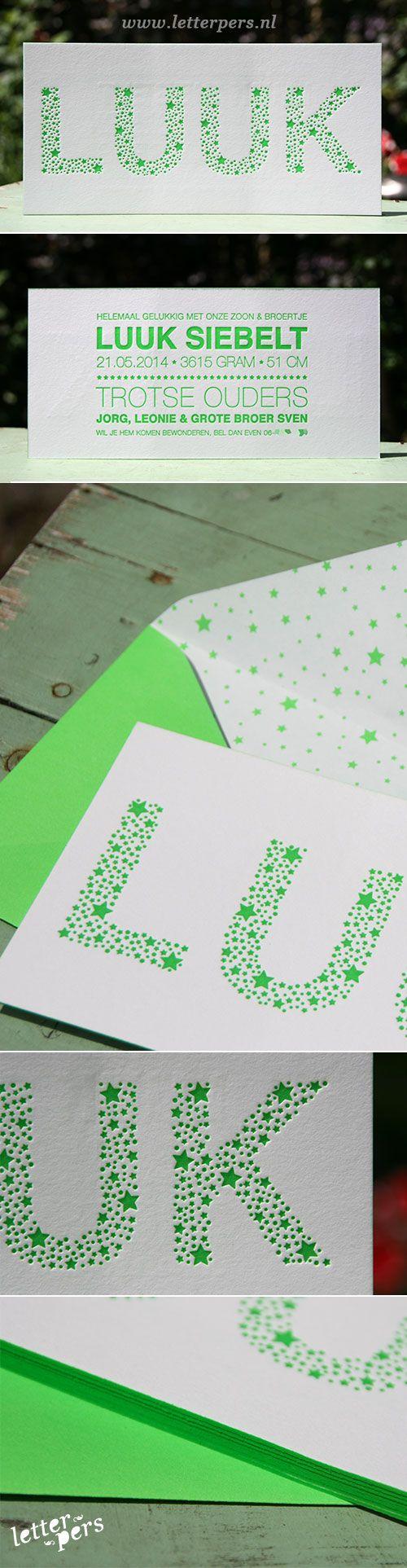 letterpers_letterpress_geboortekaartje_luuk_fluor_groen_sterren_kleur-op-snede_envelop