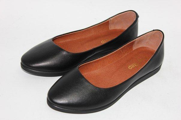 Черные кожаные балетки на черной подошве