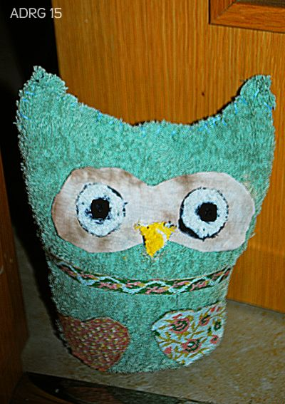How to make a beautiful owl with old clothes to keep the door opened!