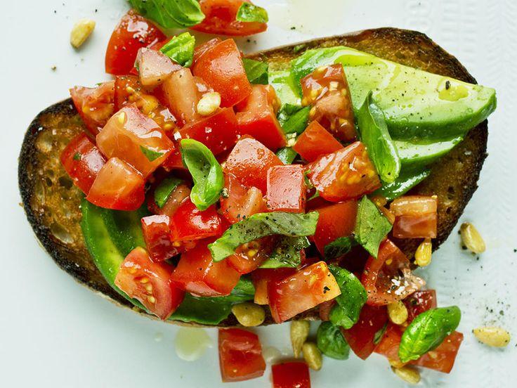 Bruschetta med avokado og tomat