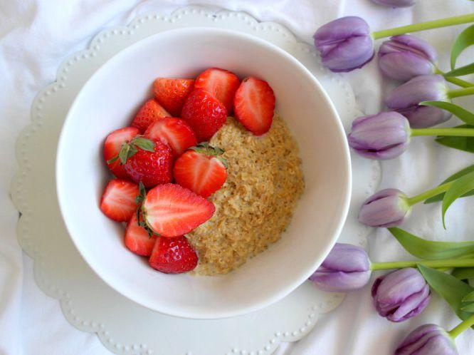 Sobotnie śniadanie: owsianka (od @kupiec_pl ) z moim ulubionymi truskawkami 🍓 i do tego kawa ☕️😍❤️😋 Miłego dnia 😊☀️ ---> Zapraszam na moją stronę na fb https://m.facebook.com/eatdrinklooklove/ ❤   . .  Healthy saturday breakfast: oatmeal with favorite strawberries 🍓and coffee ☕️😍❤️😋 Have a nice day 😊☀️---> I invite you to my page on fb https://m.facebook.com/eatdrinklooklove/ ❤