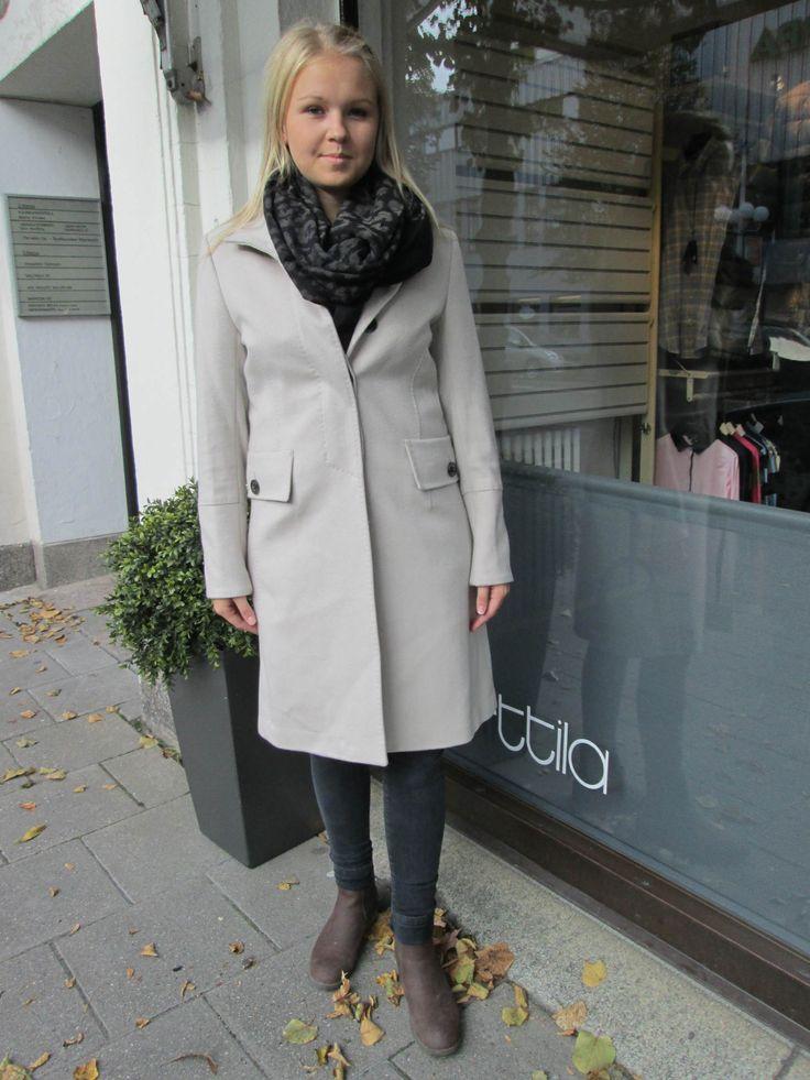 Sand cashmir coat and scarf for autumn '13