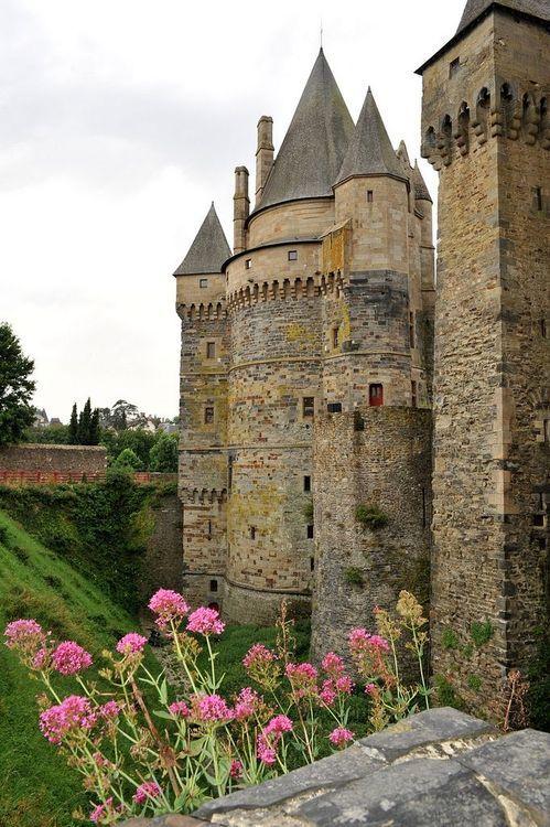 Medieval château de Vitré,  Brittany photo via gurpreet
