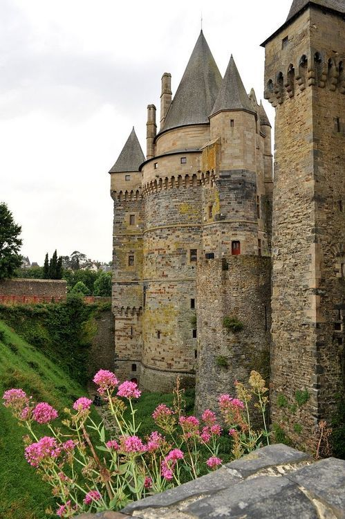 Medieval, Château de Vitré, France photo via gurpreet