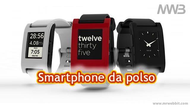 Pebble è uno nuovo smartwatch digitale che si sincronizza con i telefoni Android e iPhone attraverso la connessione Bluetooth e consente di leggere i vostri messaggi SMS, e-mail, aggiornamenti di social networking, musica, giochi e per ottenere tutte le informazioni del chiamante all'arrivo di una chiamata.