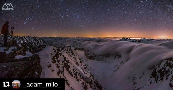 """Plány na dnešnú noc? Tie skvelé plány môžu skončiť aj takto  #praveslovenske od @_adam_milo_  Tu jednoznačne platilo pravidlo že """"najkrajšie veci su zadarmo."""" #tatramountains #night #nightout #nightsky #nighttime #nightview #nightphotography #nightlife #stars #lights #mountainlife #mountain #peak #rocks #inversion #snow #photographer #landscapephotography #naturephotography #discovery @slovakia.travel @tatryspispieniny @vysoketatry_horyzazitkov @regionvysoketatry"""