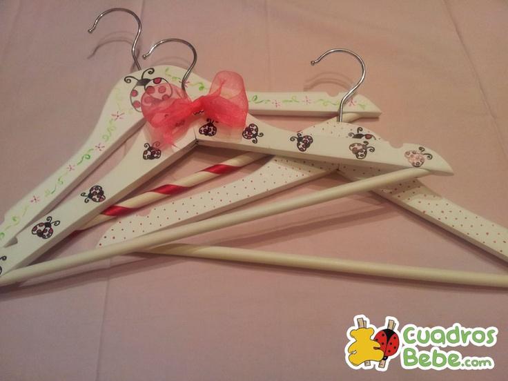 Perchas infantiles y personalizadas que decoran el armario - Perchas para ninos ...