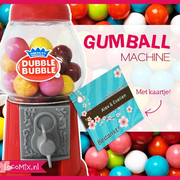 Kauwgomballen automaat als huwelijksbedankje, hoe leuk is dat! De vrolijke weggevertjes kun je vinden op http://www.bedankjes.nu/huwelijksbedankjes/bedankjes-gumball/