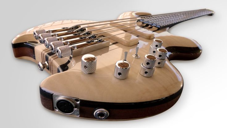 Pearl Bass 5 strings by MOSCATO Guitares et Basses