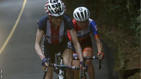 Rio 2016: Annemiek van Vleuten suffers horrific crash on steep descent - BBC Sport