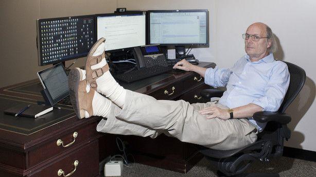 Bjarne Stroustrup er med egne ord en klassisk nørd. Den 66-årige professor med en Ph.d. i datalogi er manden bag programmeringssproget C++, som han lancerede kommercielt første gang midt i 80'erne. Stroustrups sprog har gjort ham til en af de mest anerkendte professionelle inden for sit felt. Men passionen for computervidenskab har også sendt ham i en slags teknologisk landflygtighed uden for Danmark  Bjarne Stroustrup og Manhattan er ikke et ind...