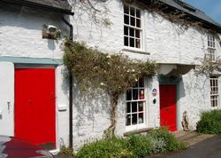 The Old Post Office | United kingdom Herefordshire England. A relaxed, come and go as you like place. Cosy bedrooms, sitting room with books and art. Come with friends, cook your own veggie breakfast