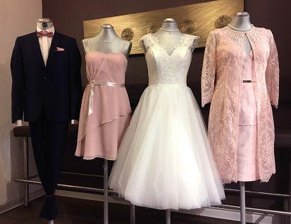 Für jeden Hochzeits-Dresscode haben wir die passenden Kleider und Anzüge, aber natürlich auch farblich passende Accessoires, wie z.B. für die Herren, Fliegen und Einstecktücher.  #hochzeit #braut #standesamt #brautvater #anzug #brautmutter #hochzeitsgäste #trauzeuge #brautjungfer