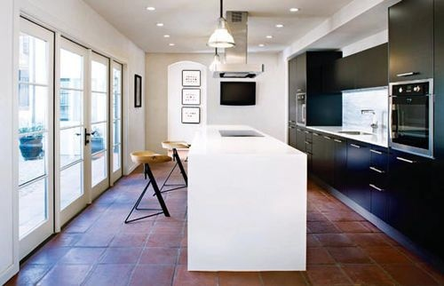 Streamlined kitchen with island