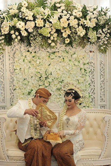Pernikahan adat Jawa Kental di Kota Semarang - ADAT PANGGIH - KACAR KUCUR 2