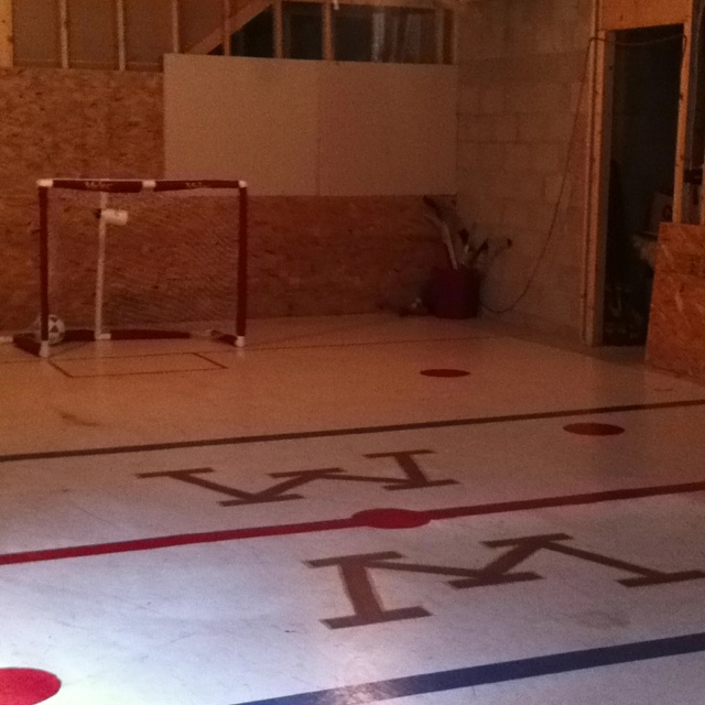how to build a mini hockey rink