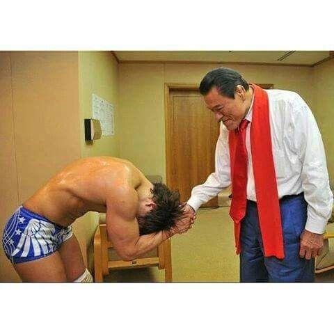 Kota Ibushi bows in respect to Antonio Inoki