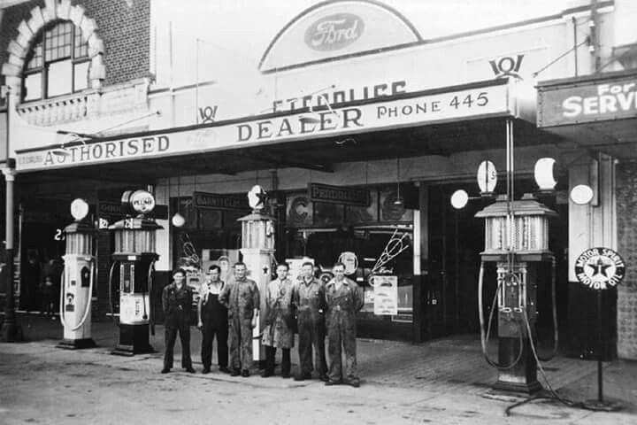 The JT Fossey garage, Tamworth,NSW in 1950.