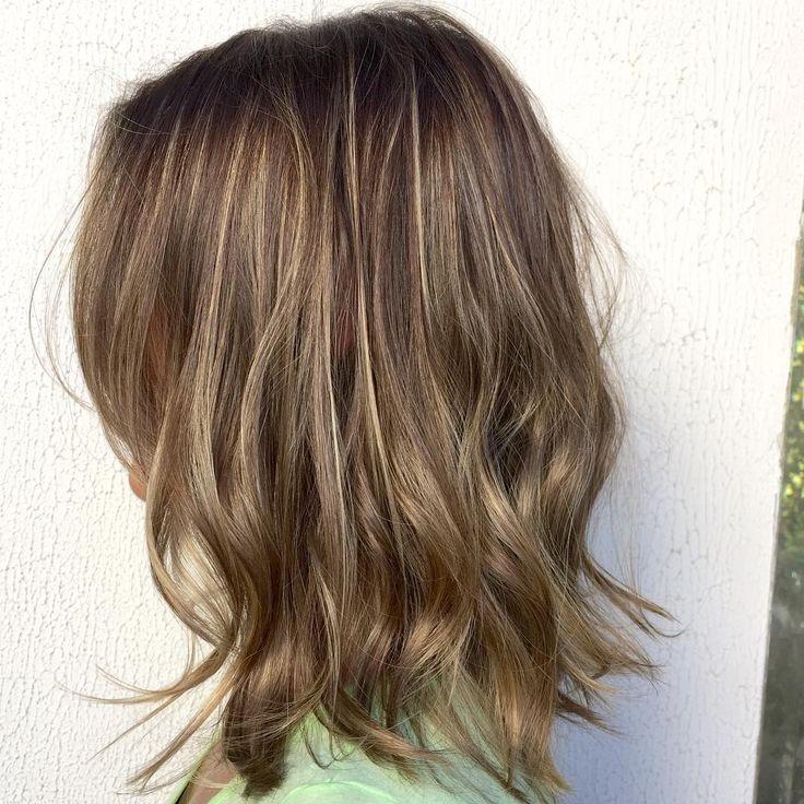 Adequado para cabelos finos o corte médio compõem um estilo prático e atual ,o loiro foi feito com Blondor e matizado com 98 Koleston. #haircolor  #cabeloscoloridos