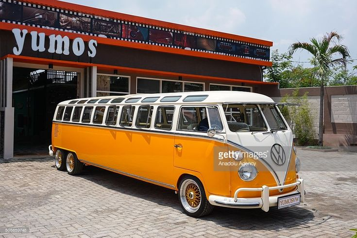 C'est un mécanicien indonésien du nom de Wahyu Pamungkas qui a eu l'idée de réaliser ce combi limousine de 7,6 mètres de long à 6 roues pour le compte du garage Yumos VW. (http://www.yumosvw.com/) Retrouvez-les sur Facebook! Il s'est fait … Lire la suite →