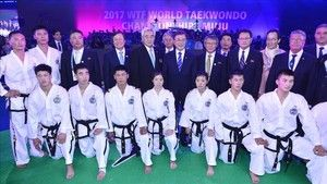 Misión imposible: unificar a Corea para los Juegos de Pyeongchang http://www.sport.es/es/noticias/juegos-olimpicos/mision-imposible-unificar-las-dos-coreas-para-los-juegos-de-pyeongchang-6129238?utm_source=rss-noticias&utm_medium=feed&utm_campaign=juegos-olimpicos