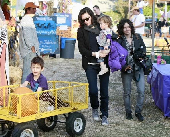 Sara Gilbert & Allison Adler with kids Levi & Sawyer #lesbianmoms