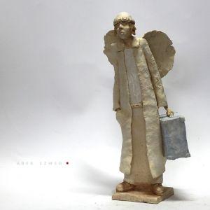 Anioł z teczką. Wersja swobodna.
