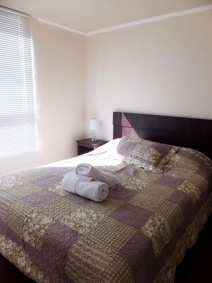 cama matrimonial en uno de los departamentos que arrendamos amoblado en santiago de chile