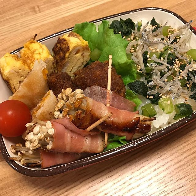 お昼のお弁当🍱 今日は • 野沢菜としらすごはん のお弁当 美味しいシラスをいっぱい貰ったので夕食もシラスかな〜 #おうちごはん #美味しい #めっちゃ美味しかった #うまい  #lunch  #lunchtime  #お弁当 #お弁当箱  #Instagram #iInstapic #food #Instafood #japanesefood  #japan  #chicken  #女子弁当  #肉 #野菜  #instagramjapan  #🇯🇵 #男子弁当 #たまご #カツ #ベーコン  #玉子焼き #しらす  #春巻き  #和風  #和食